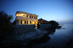 A Villa 1